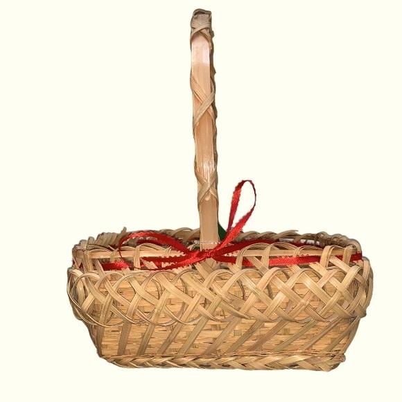 Vintage wicker basket with handle.